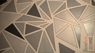 szürke háromszögek