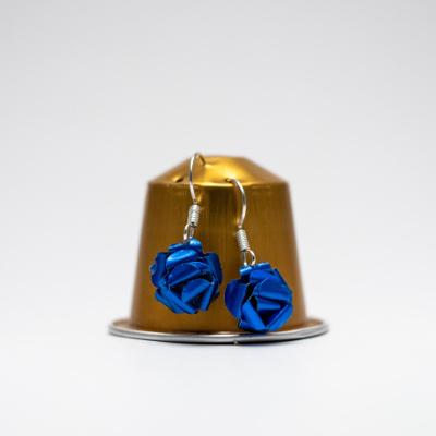 kék kávékapszula fülbevaló, lógós, rózsa