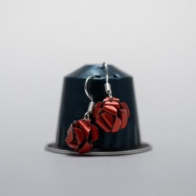 piros kávékapszula fülbevaló, lógós, rózsa