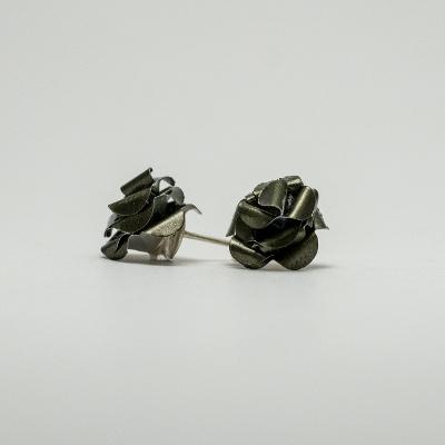 sötét zöld kávékapszula fülbevaló, beszúrós, rózsa