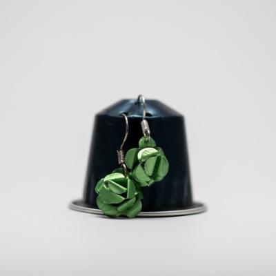 világos zöld kávékapszula fülbevaló, lógós, rózsa