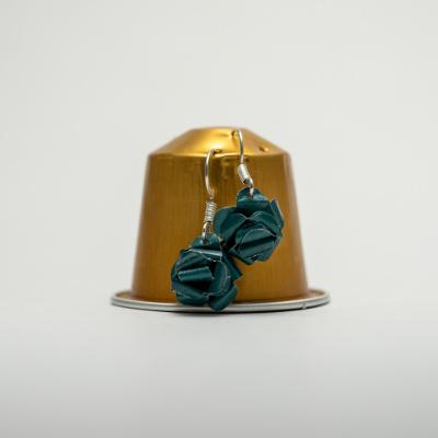 zöld kávékapszula fülbevaló, lógós, rózsa